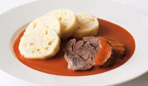 Tomato sauce with beef and dumplings